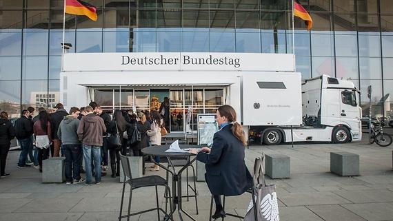 Ein Besuch beim Infomobil des Bundestages lohnt