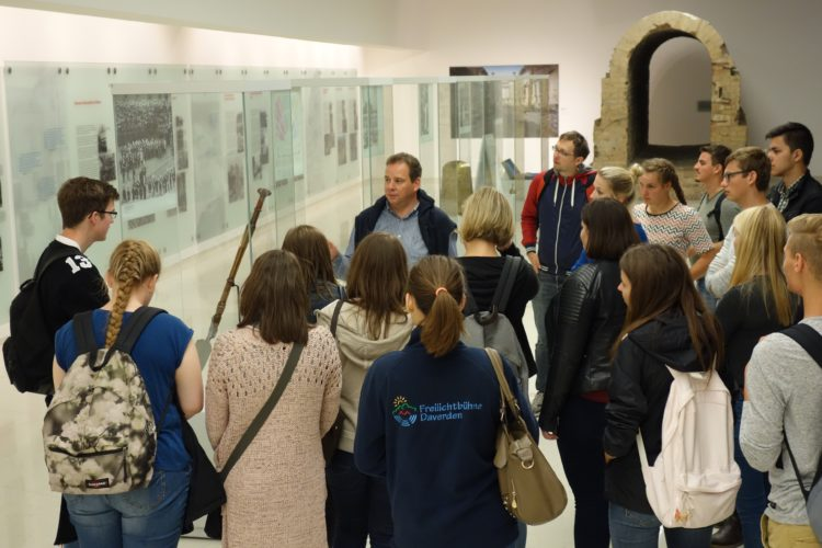 Besuch des Politikkurses des Gymnasiums am Wall im Bundestag