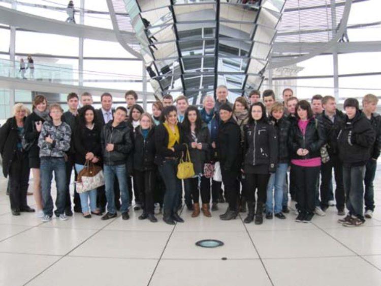 Erste Langwedeler Schule besucht ehemaligen Langwedeler Bürgermeister in Berlin