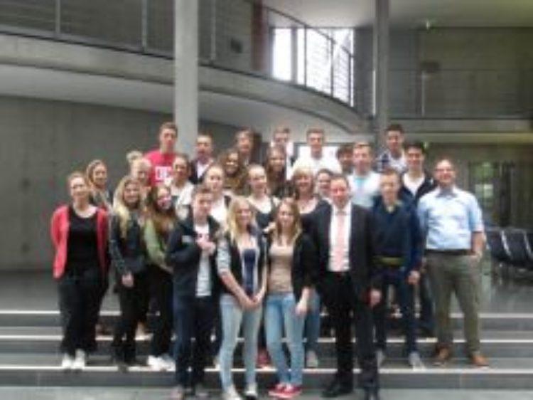 10. Klasse des Gymnasiums am Wall besucht Berlin