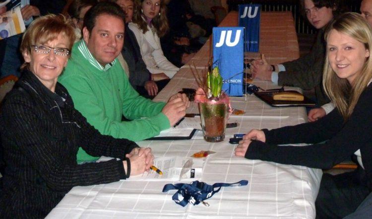 MdB Andreas Mattfeldt gratuliert Marie Jordan zur Wiederwahl