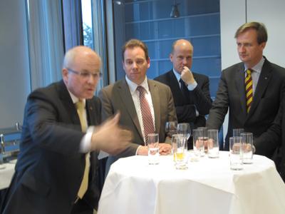 09er Gruppe trifft Fraktionsvorsitzenden Kauder zum Gespräch im kleinen Kreis