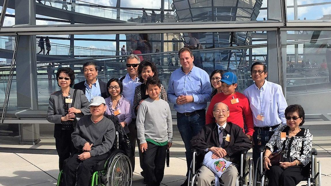 Vietnamesen zu Besuch im Bundestag
