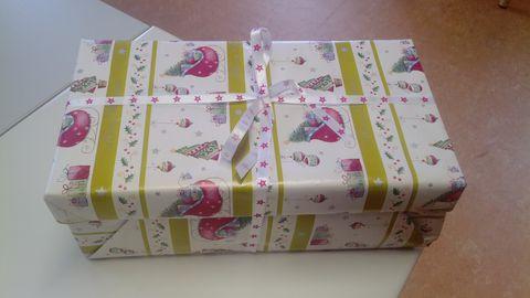 Weihnachten im Schukarton verpackt