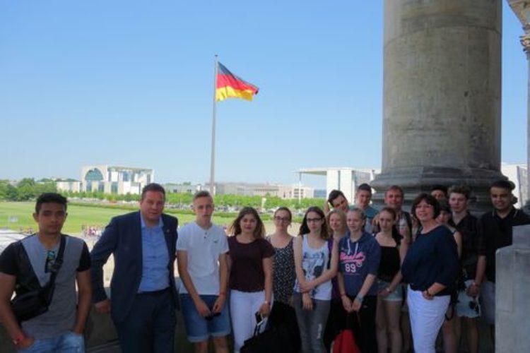 Morgens halb zehn in Deutschland – Kirchlinteler Schüler besuchen Bundestag