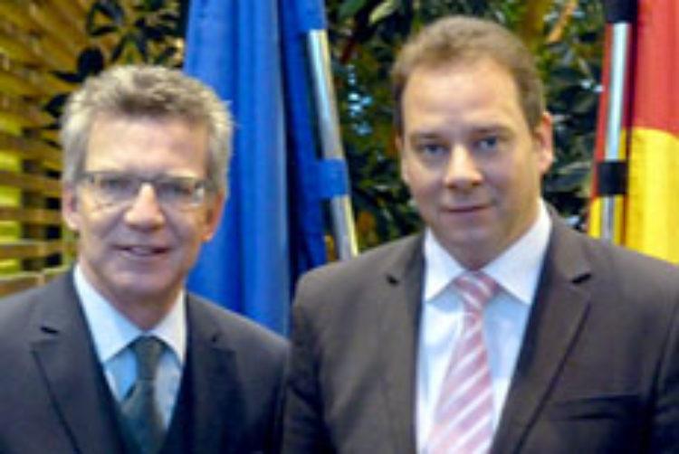 Neue Sicherheitsgesetzgebung von Innenminister de Maizière verbessert Schutz für Bürger und Einsatzkräfte