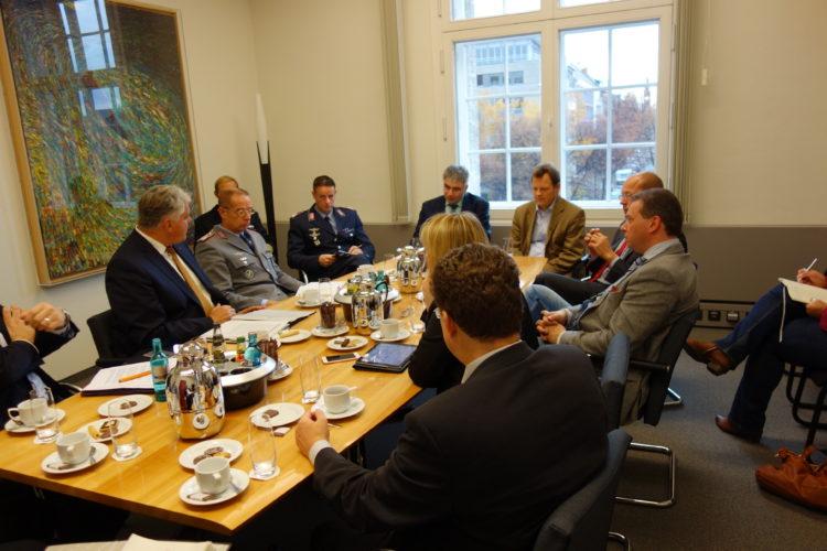 Gesprächsrunde zu SuedLink im Verteidigungsministerium