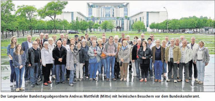 Bundestagsabgeordneter Mattfeldt zeigt Besuchergruppen das politische Berlin