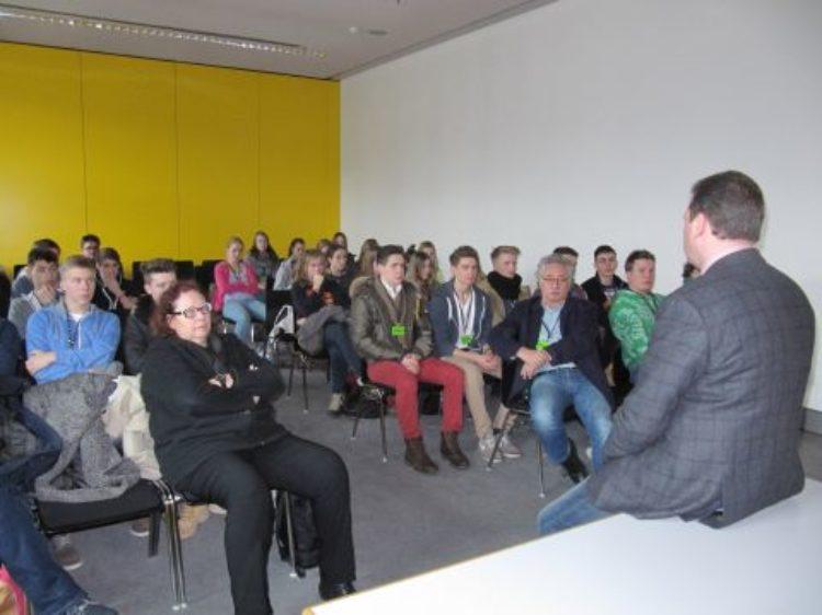 Waldschule Schwanewede erkundet Berlin